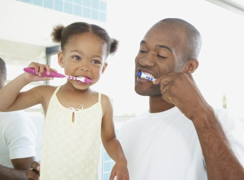 father-daughter-brush-teeth